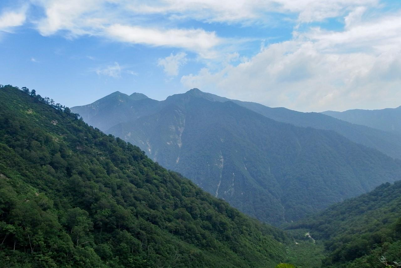 谷川岳 厳剛新道から見た白毛門と朝日岳