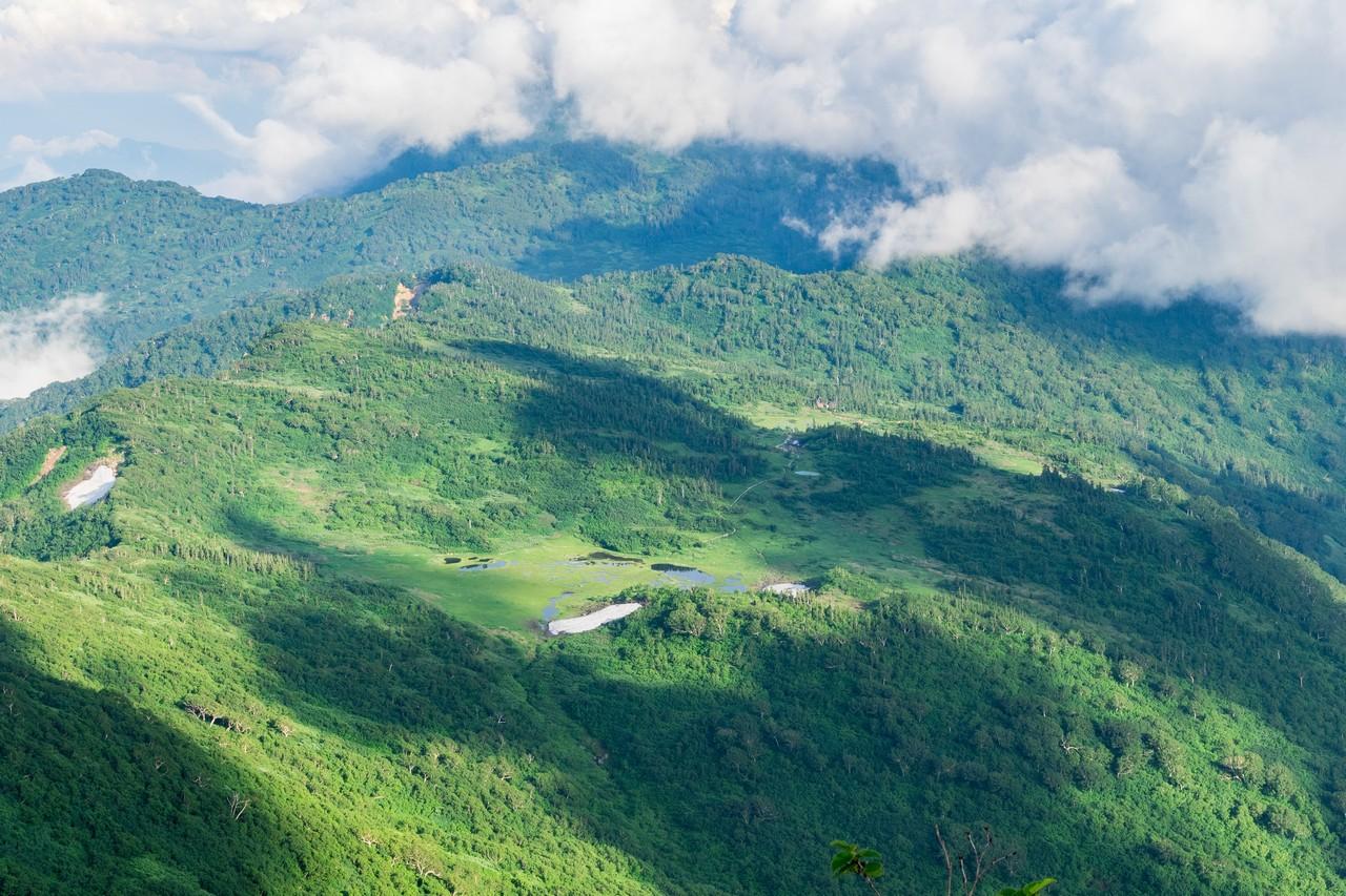 火打山から見た天狗の庭と高野池