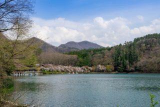 四尾連湖から見た蛾ヶ岳