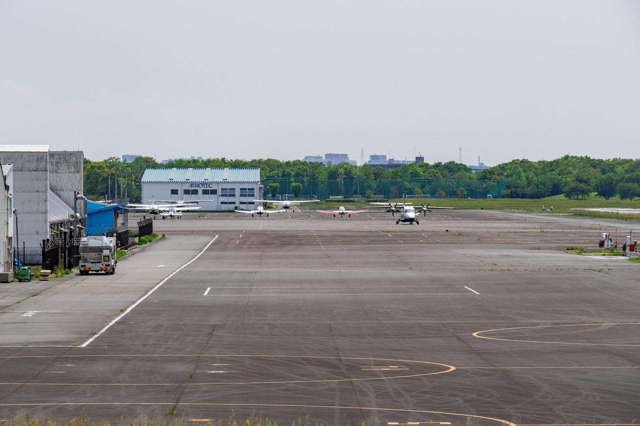 調布飛行場の滑走路