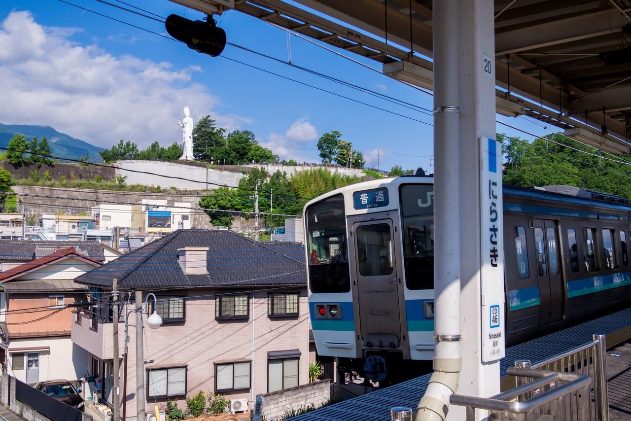 韮崎駅から見た平和観音