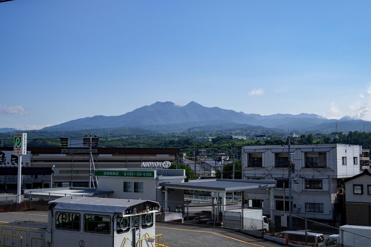 韮崎駅からみた茅ヶ岳