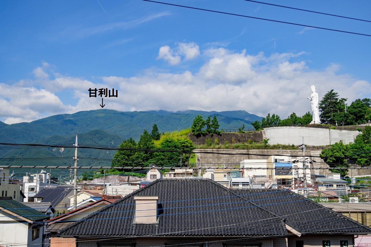 韮崎駅から見た甘利山