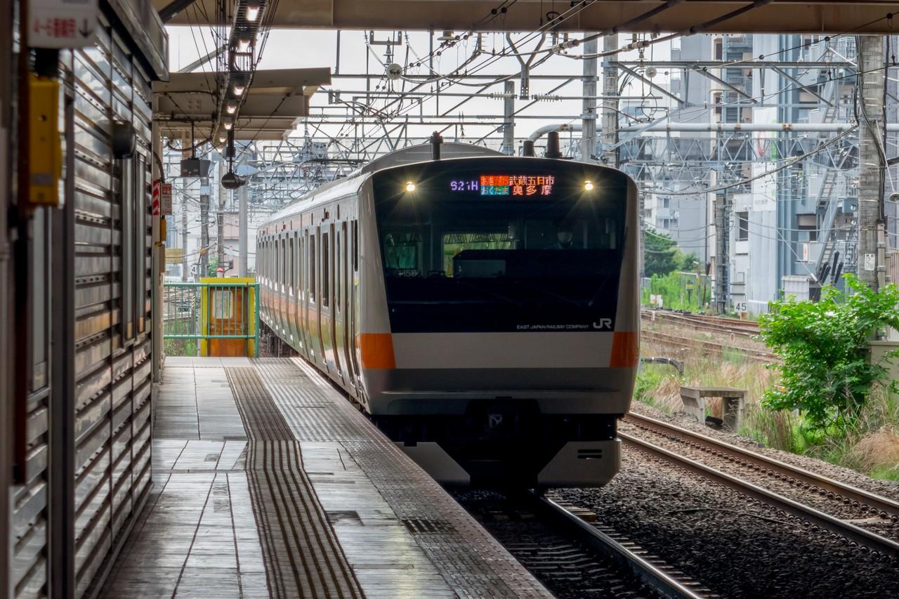 立川駅に入線するホリデー快速奥多摩号