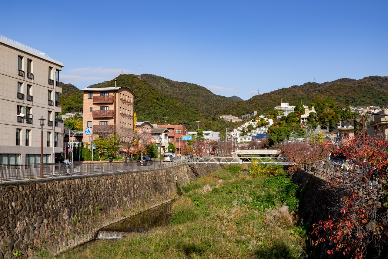 芦谷川駅付近から見た六甲山