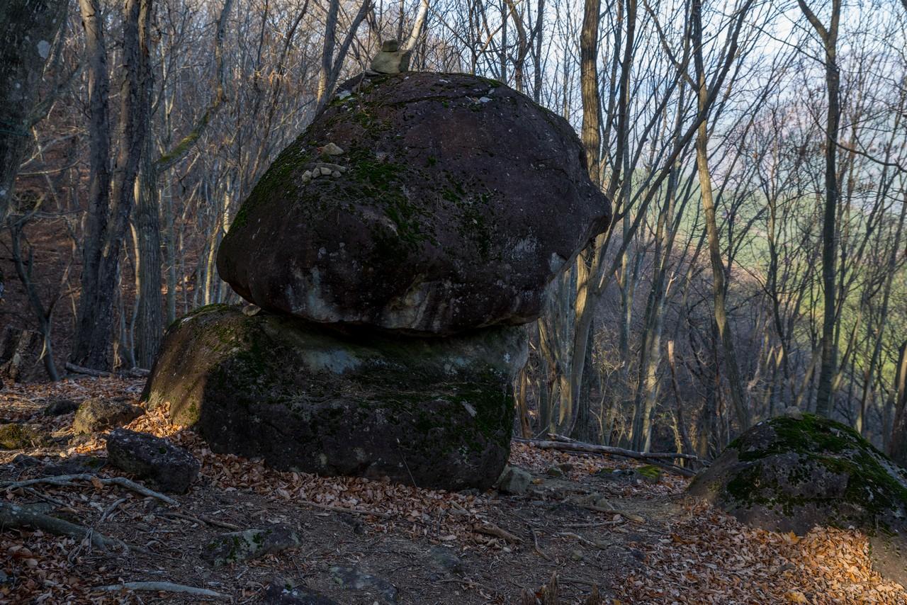 棚山の重ね石