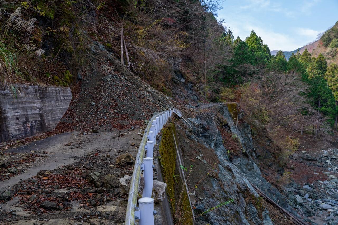 水ノ木幹線林道の崩落地