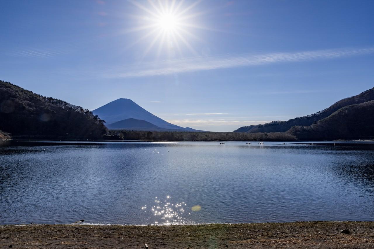 精進湖から見た子抱富士