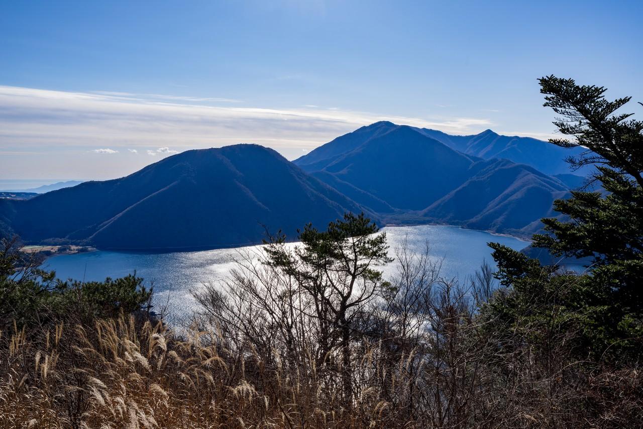パノラマ台から見た本栖湖と竜ヶ岳