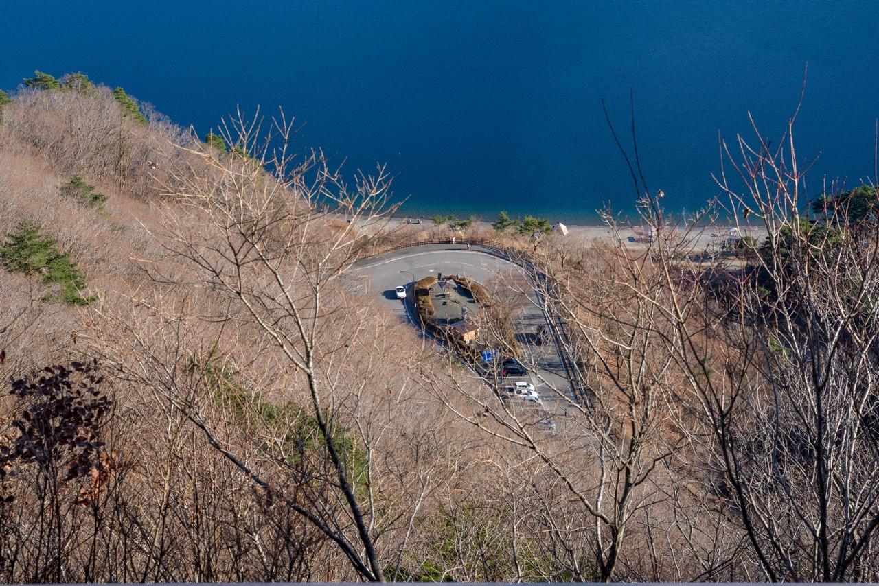 中ノ倉峠から見た洪庵キャンプ場