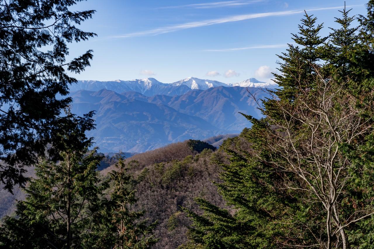 中ノ倉峠から見た白根三山