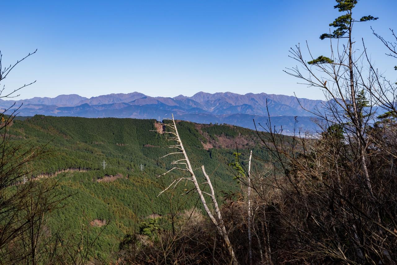 塔ノ峰から見た丹沢山地