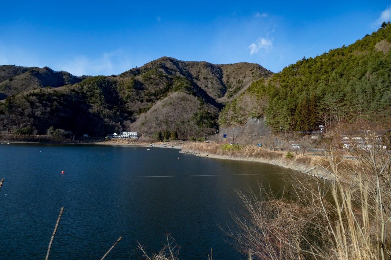 精進湖と三方分山