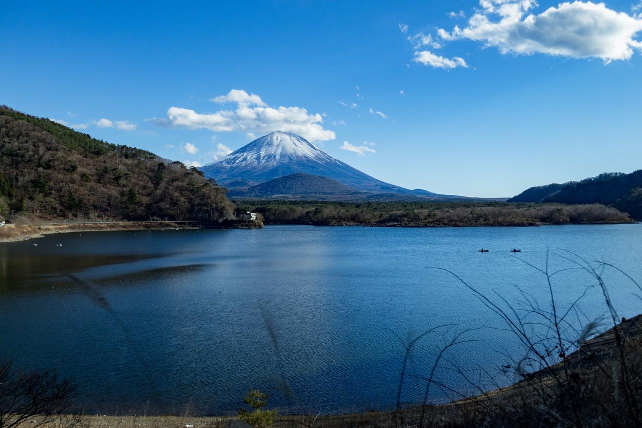精進湖から見た子抱き富士
