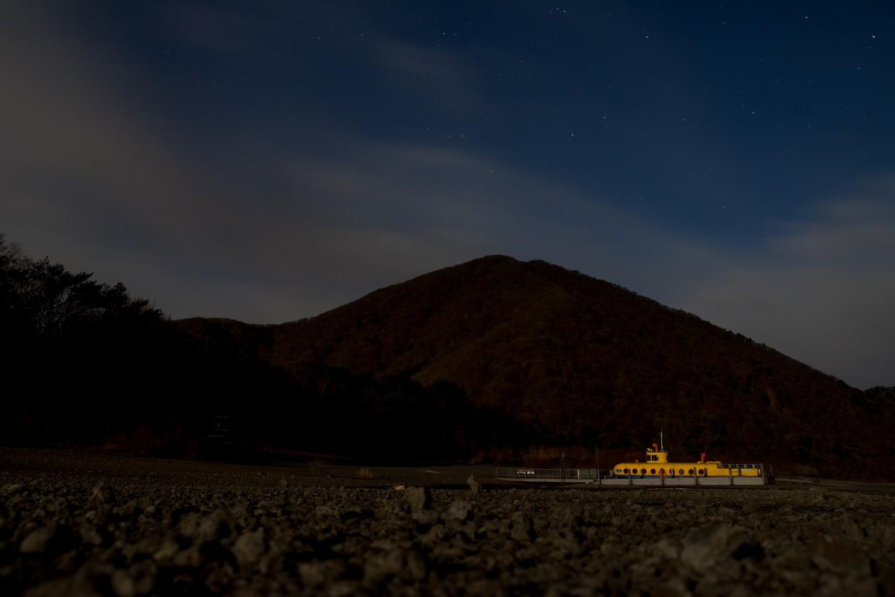 月明かりに照らされた竜ヶ岳