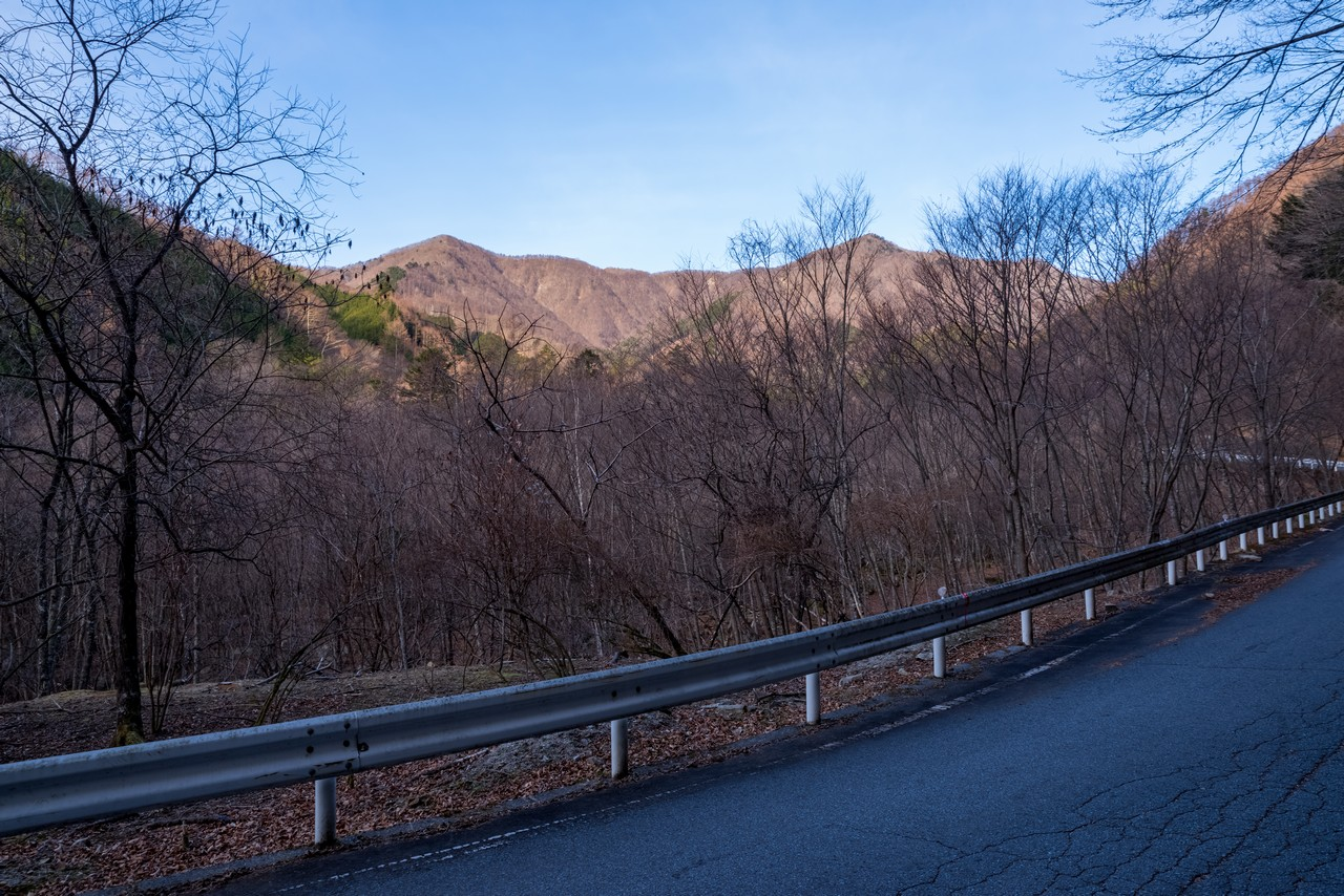 林道真木小金沢線から見た大蔵高丸とハマイバ丸