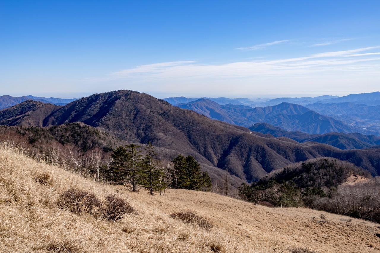 白谷ノ丸から見た雁ヶ腹摺山