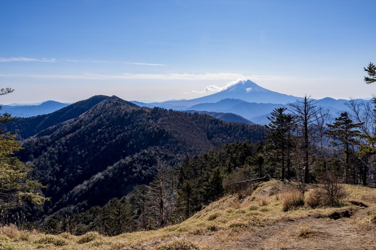 牛奥ノ雁ヶ腹摺山から見た富士山