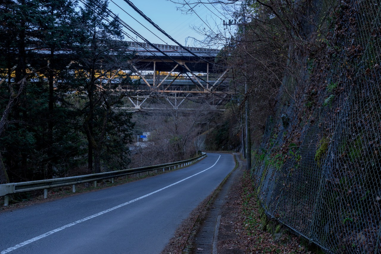 東名高速道路の高架