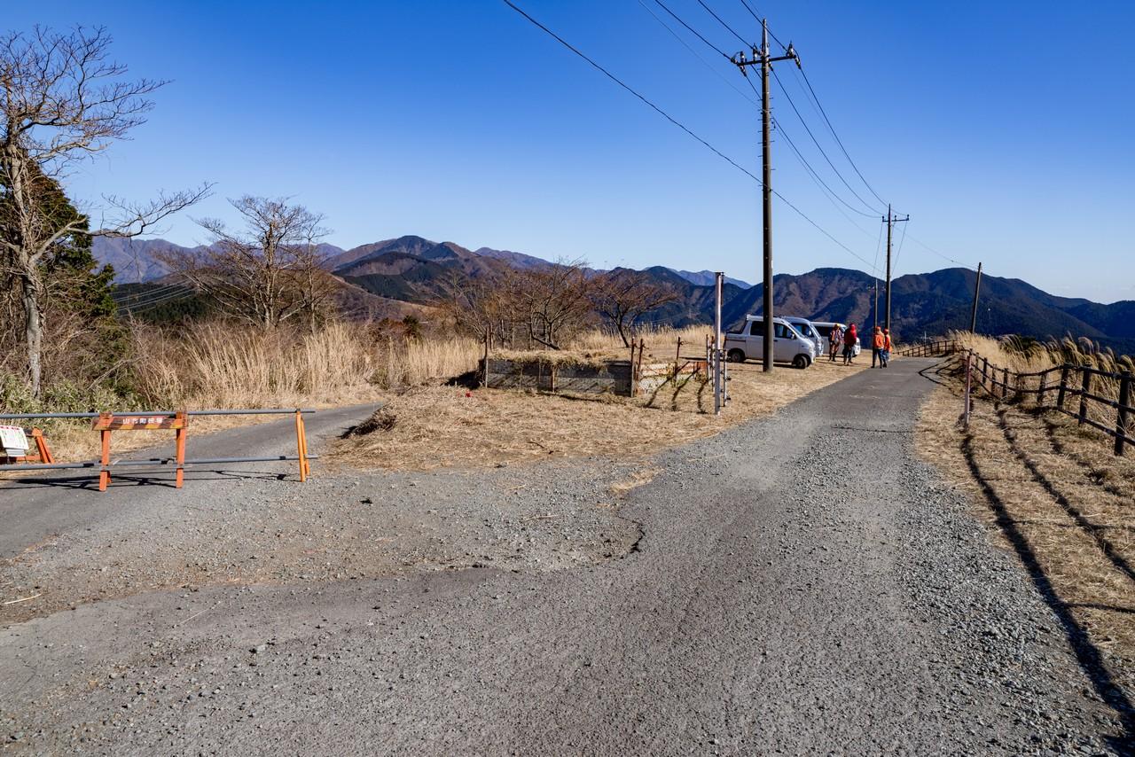 大野山 三保ダム方面への分岐