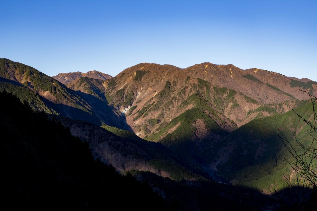 秦野峠林道から見た鍋割山