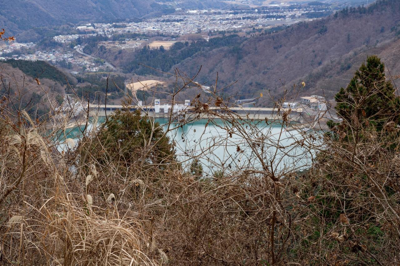 権現平の展望台から見た宮ヶ瀬湖