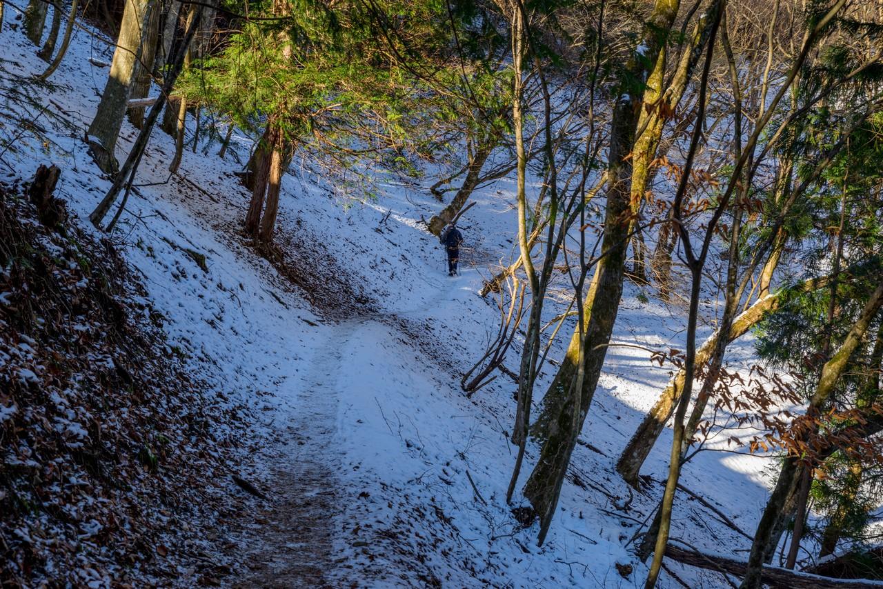積雪した鴨沢ルートの登山道