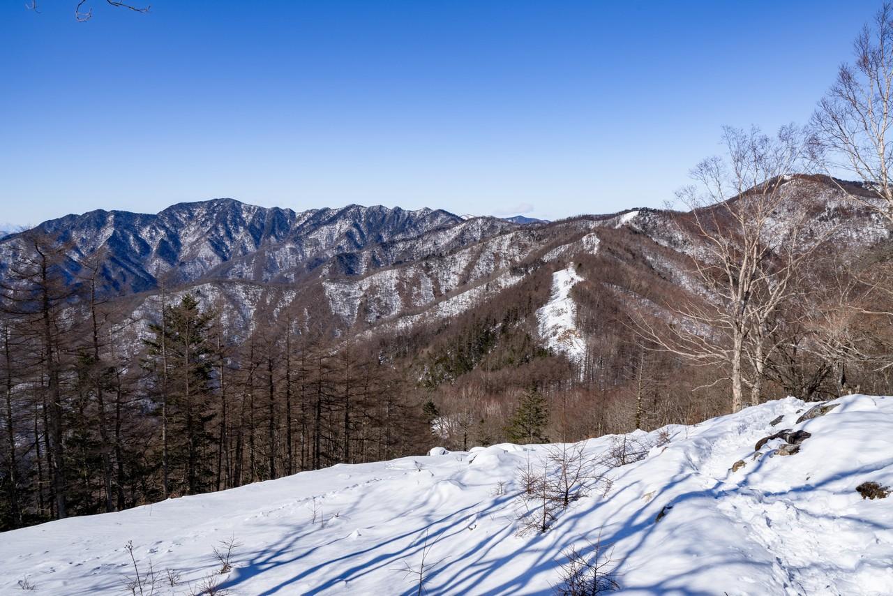 七ツ石山から見た飛龍山