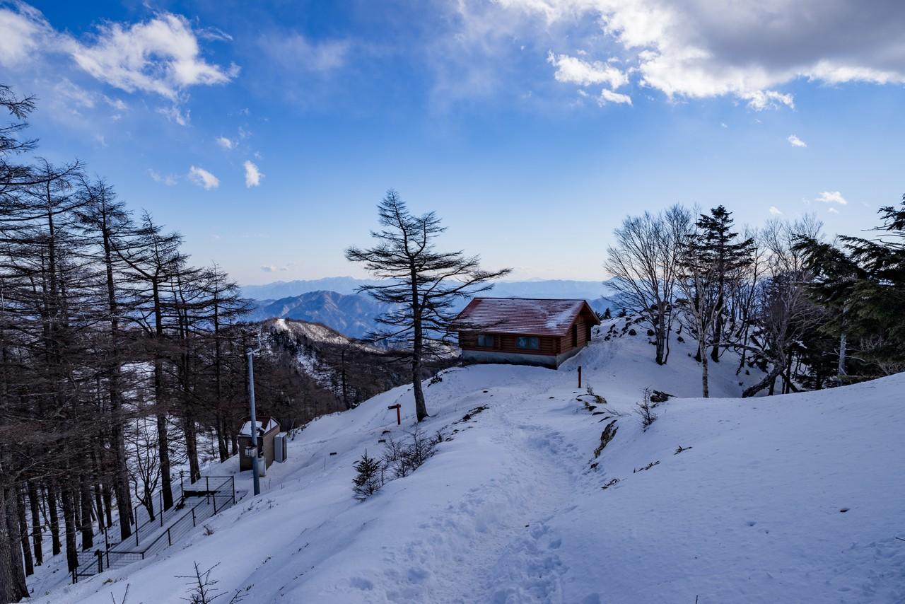 雲取山の避難小屋