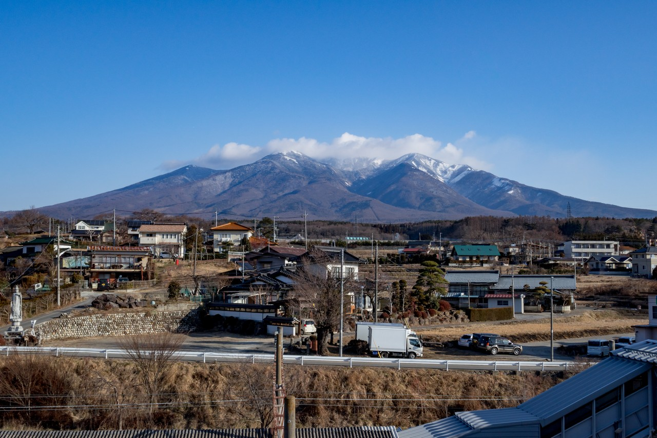 小淵沢駅から見た八ヶ岳