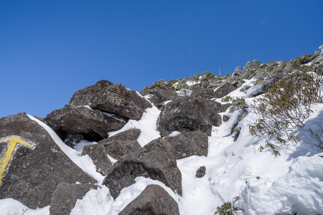 編笠山 山頂付近の岩場