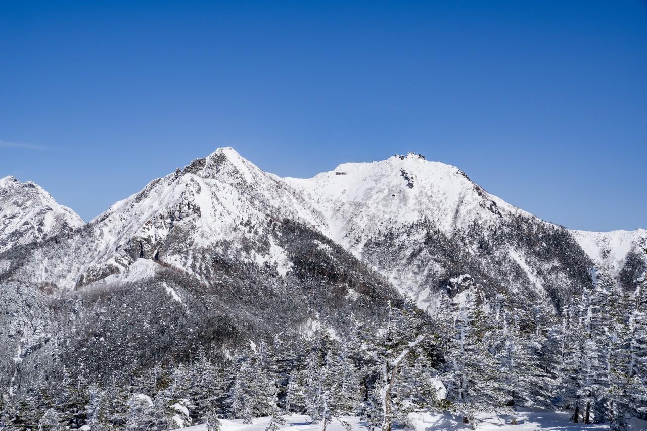 編笠山から見た冬の権現岳