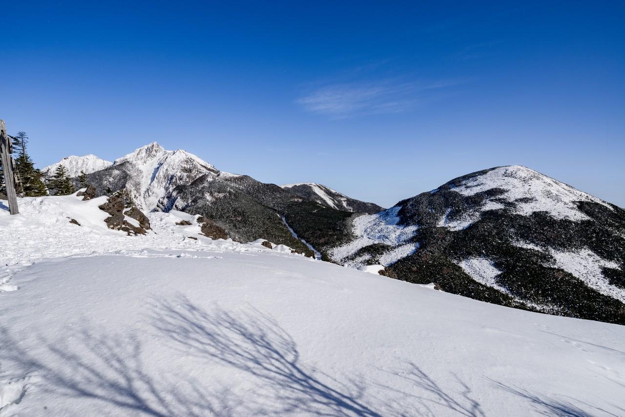 西岳から見た権現岳と編笠山