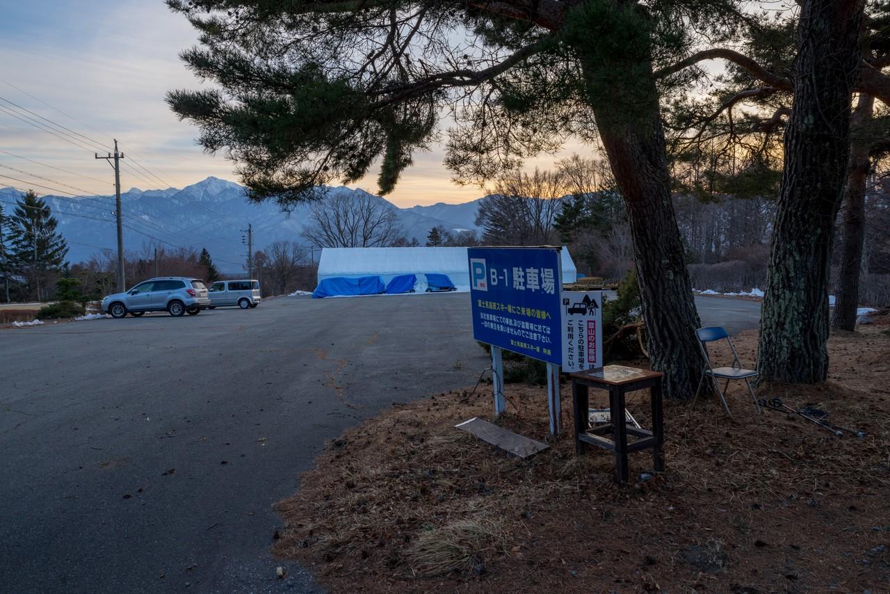 富士見高原の登山者用駐車場