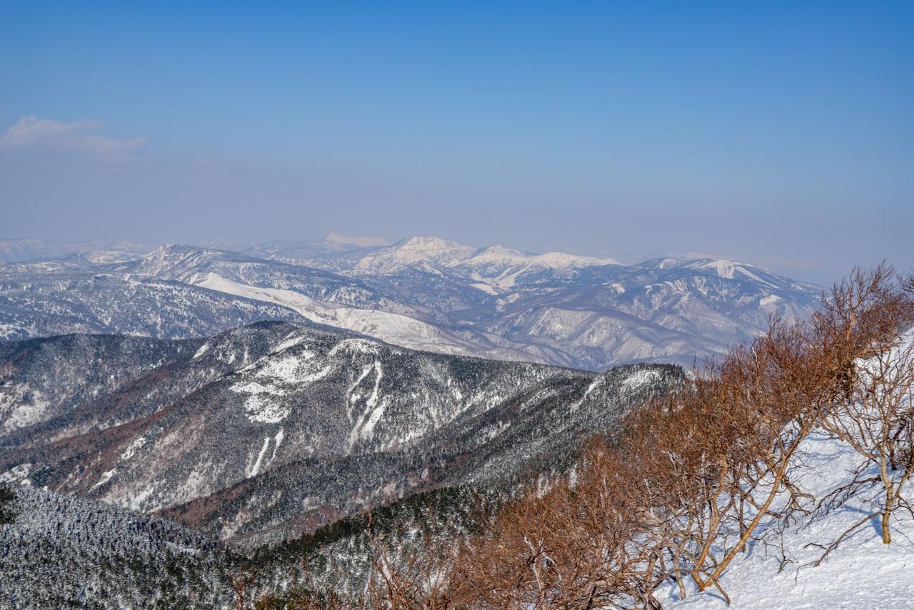 四阿山から見た志賀高原