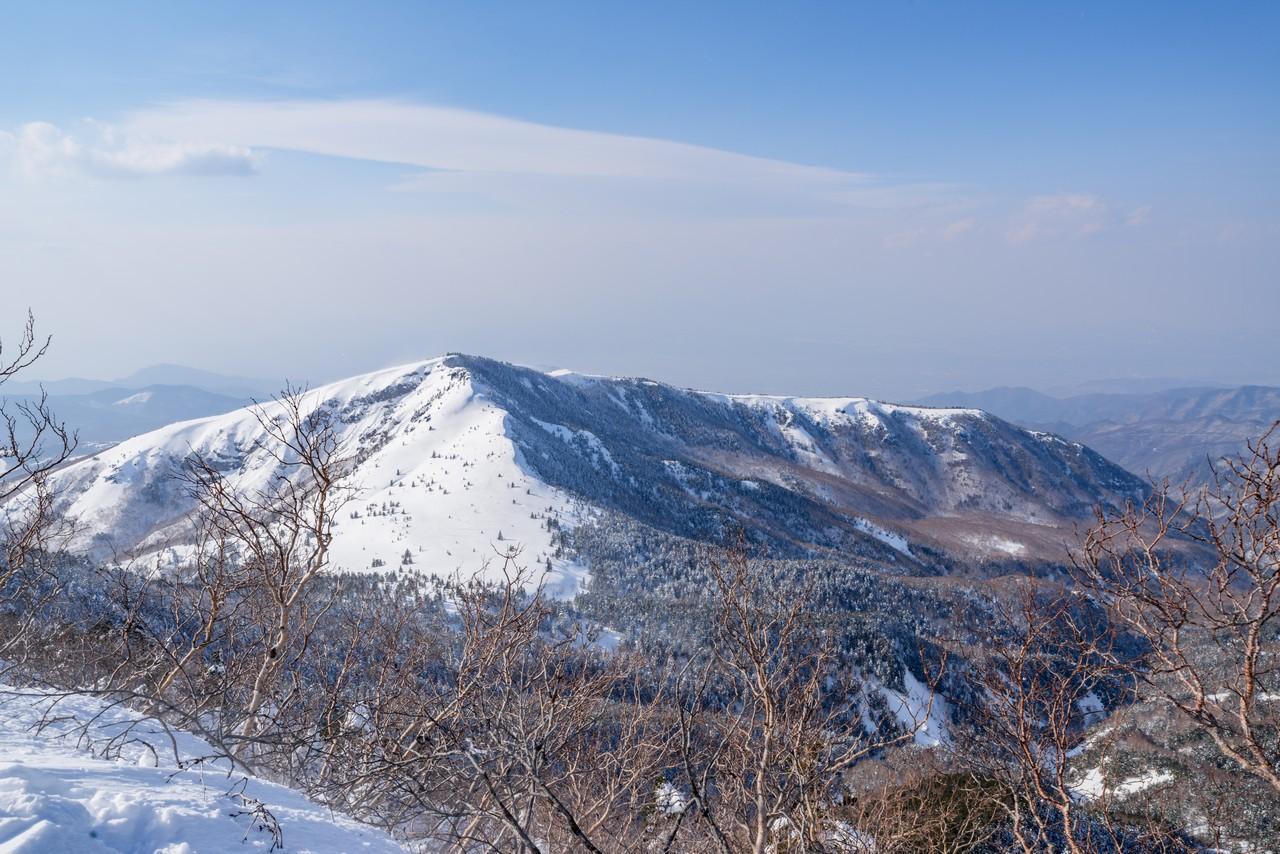 四阿山から見た根子岳