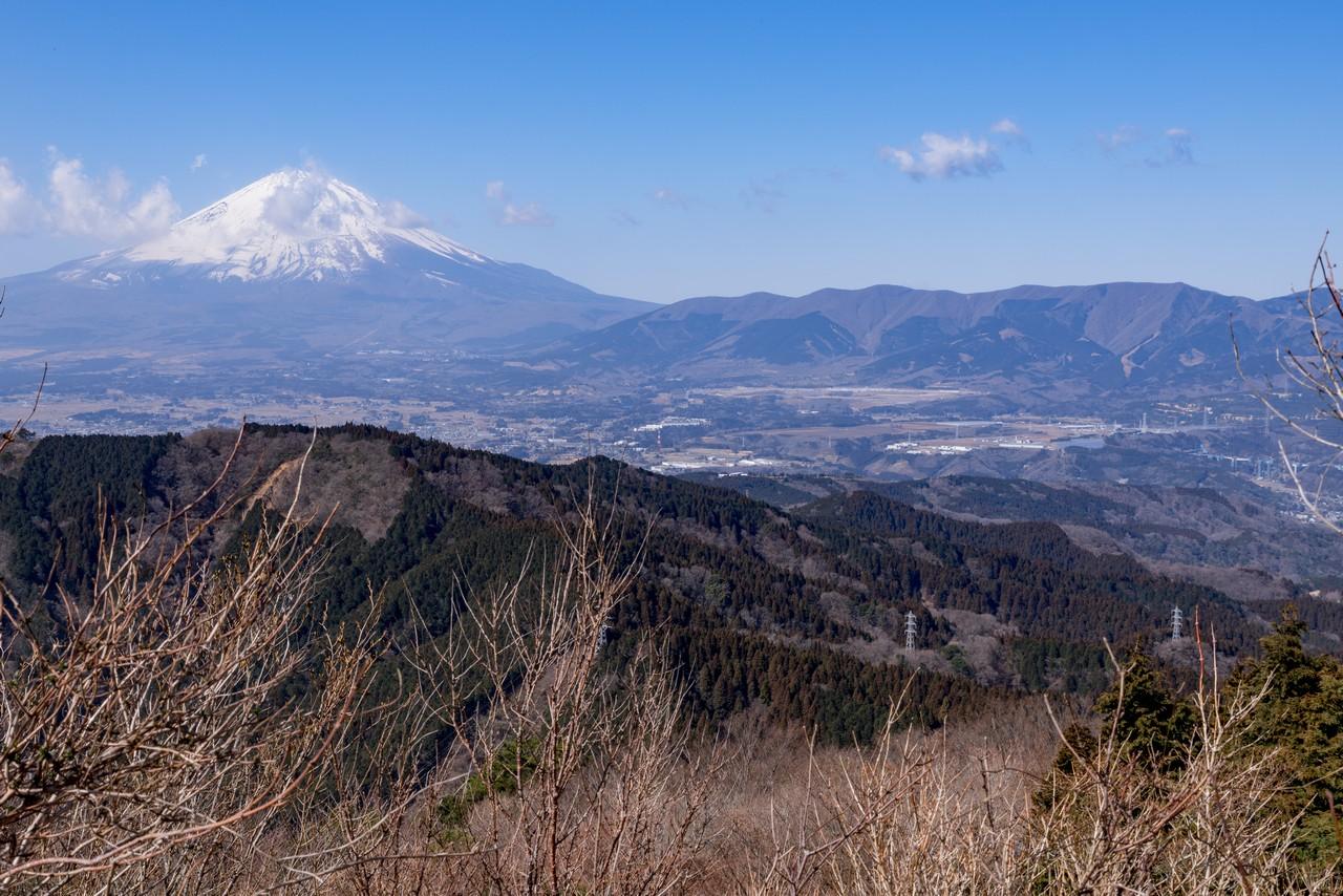 矢倉岳から見た三国山稜