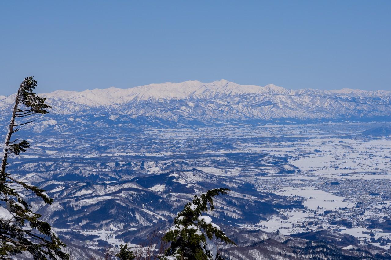 北望台から見た朝日連峰