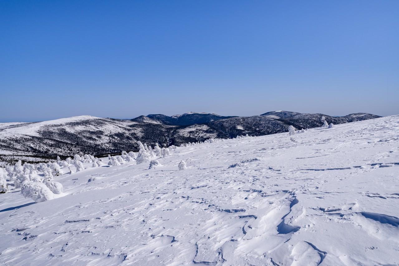 西吾妻山から見た東吾妻山