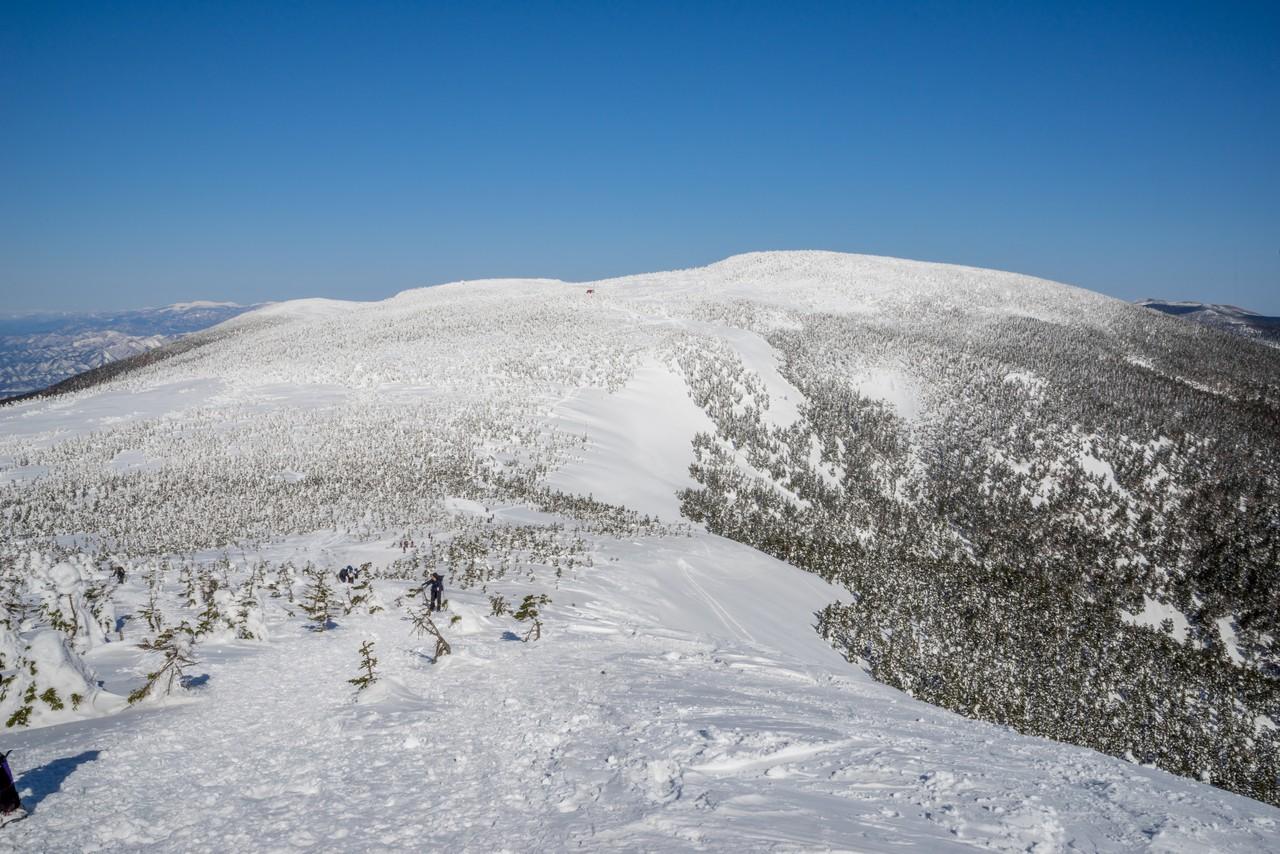 西大巓から見た西吾妻山