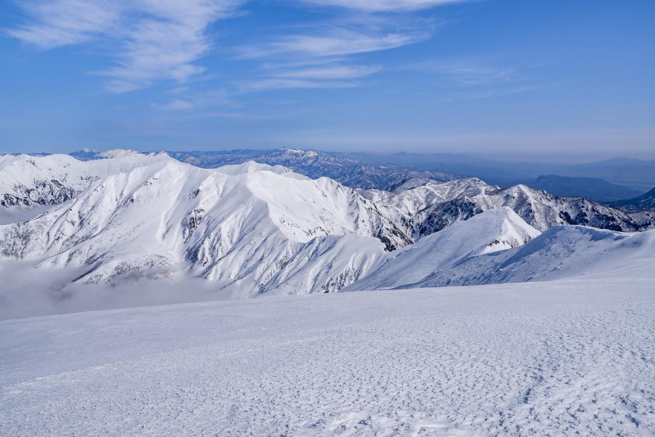 冬の仙ノ倉山から見た谷川連峰