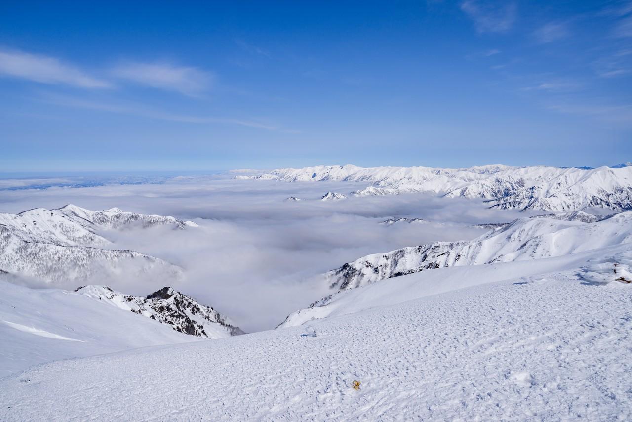 冬の平標山から見た雲海