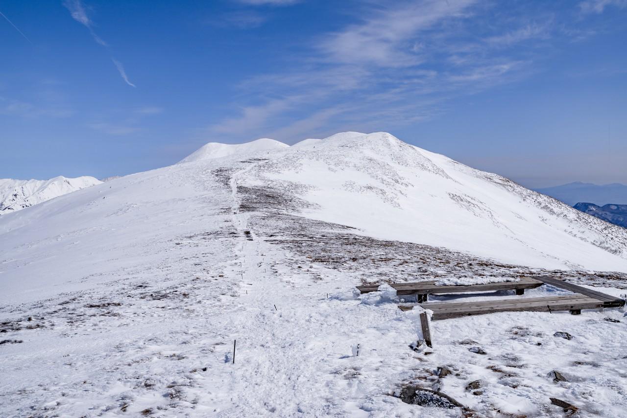 平標山から仙ノ倉山へ向かう稜線