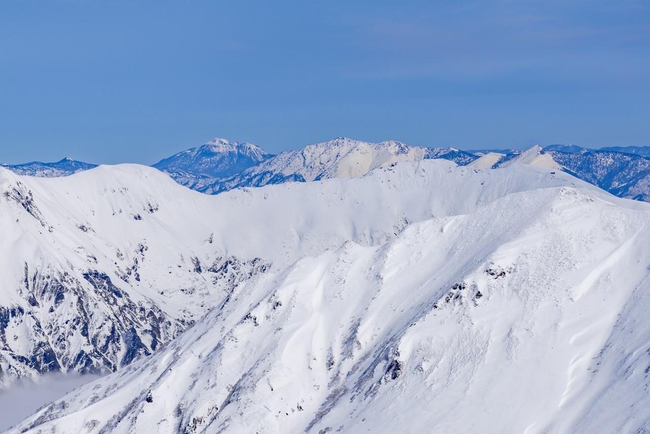 仙ノ倉山から見た至仏山と燧ヶ岳