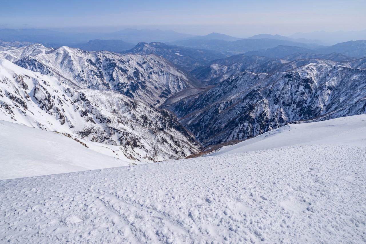 仙ノ倉山から平標山へと続く稜線