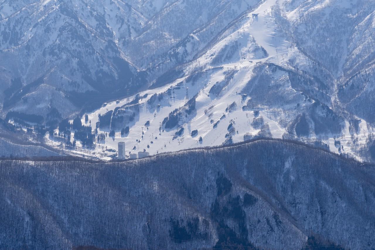 平標山から見た苗場スキー場