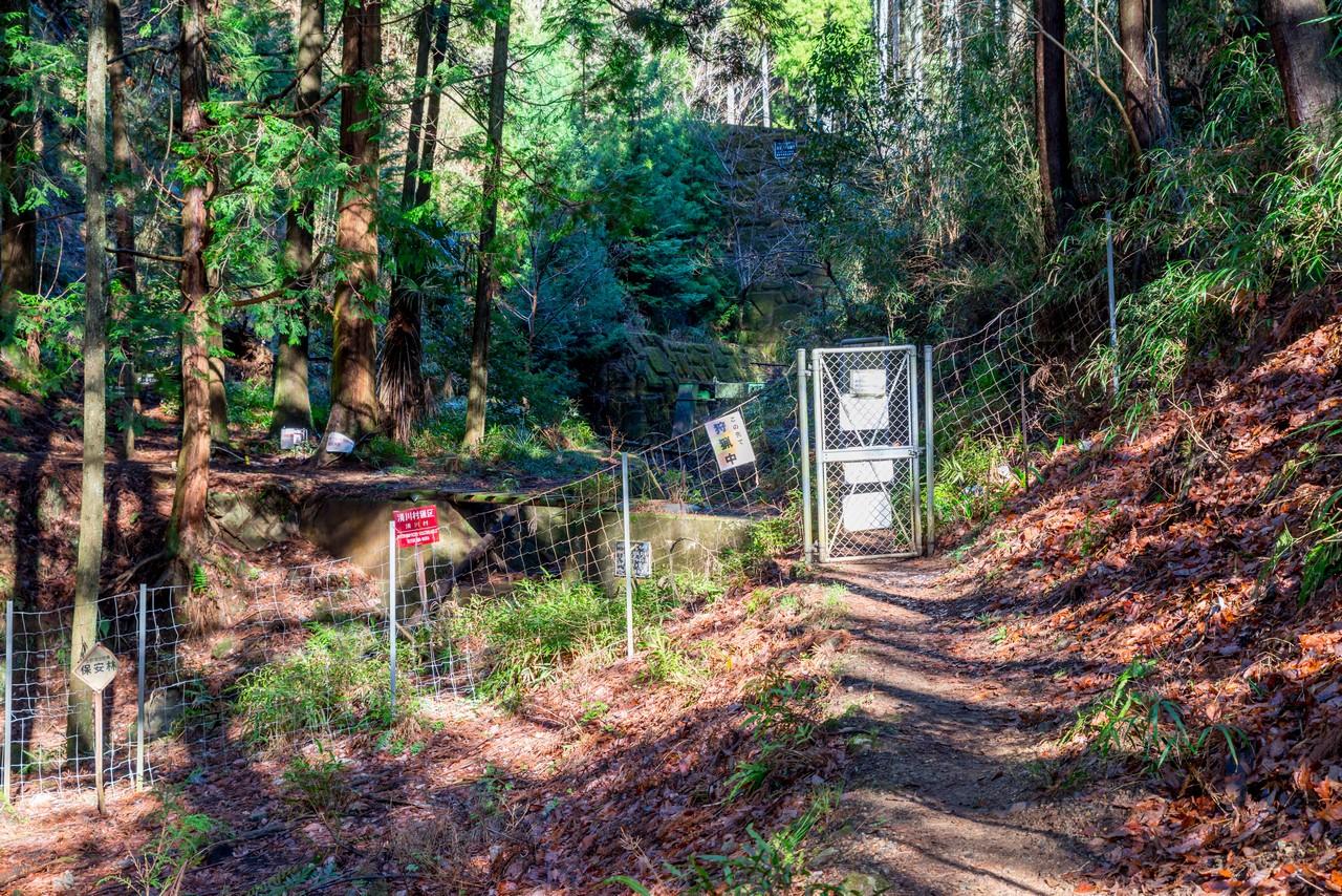 三峰山登山口の鹿よけゲート