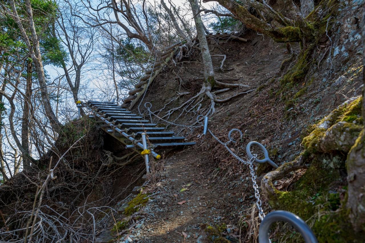三峰山のクサリ場