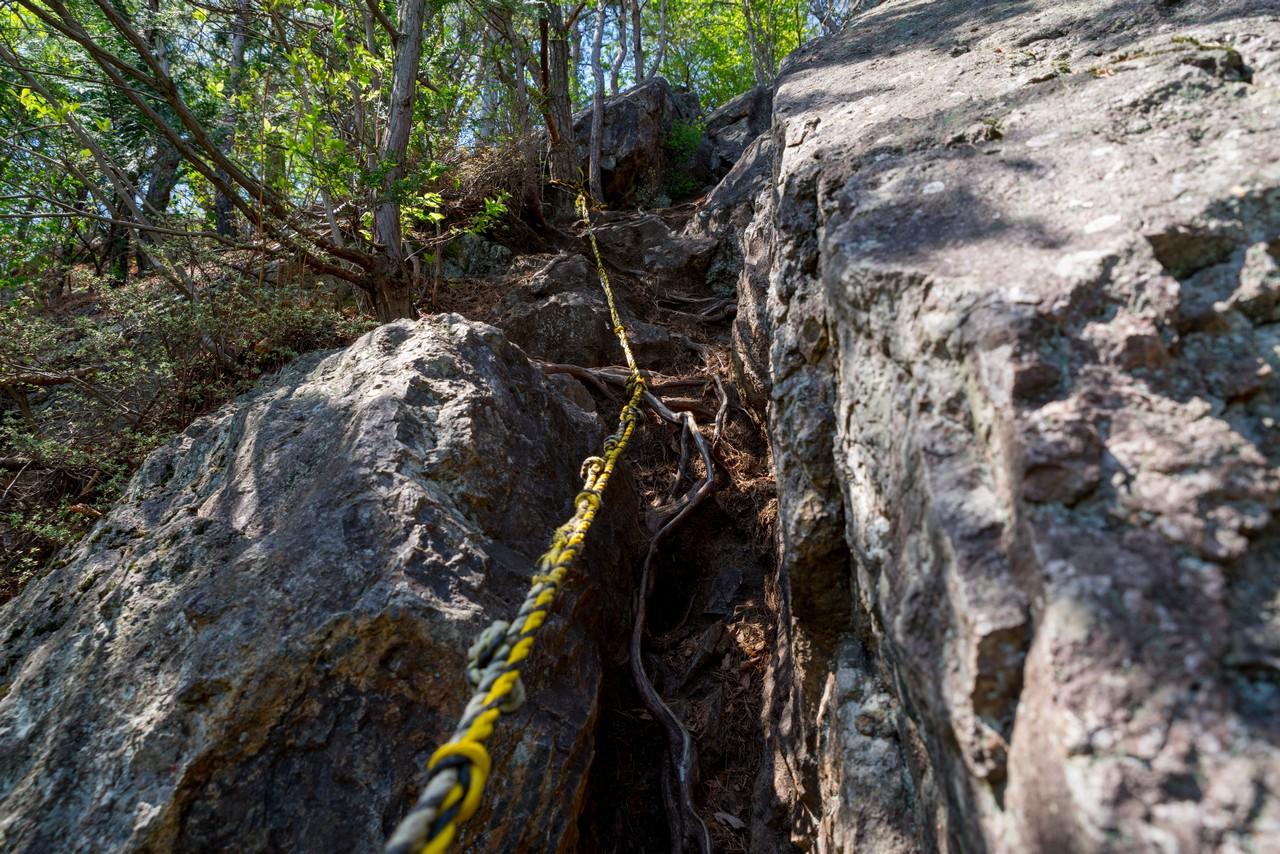 古賀志山の岩場