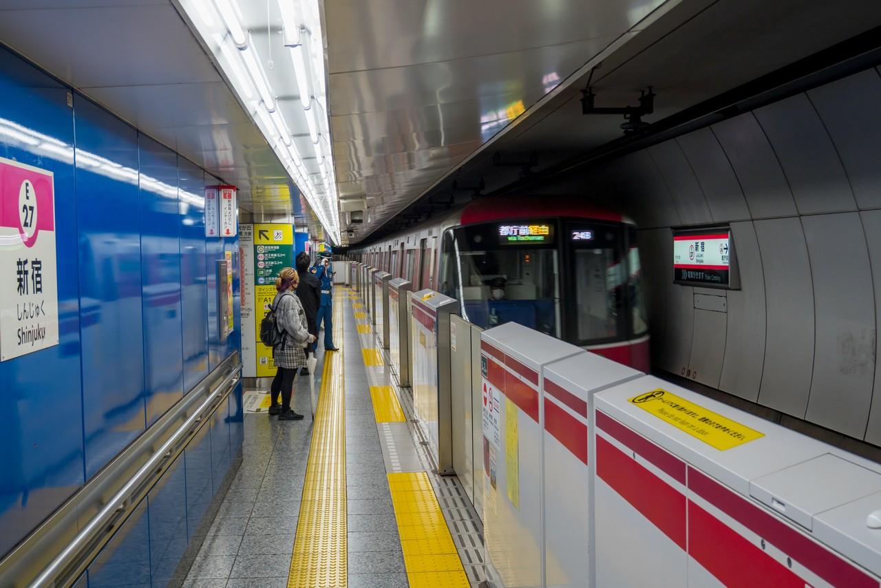 大江戸線新宿駅のホーム